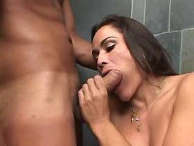 Tranny and guy fuck each other and he jizzes in shower